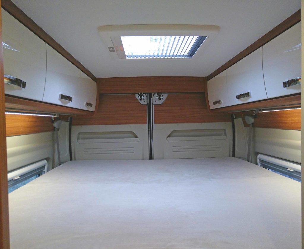 Oberes Bett im Wohnmobil